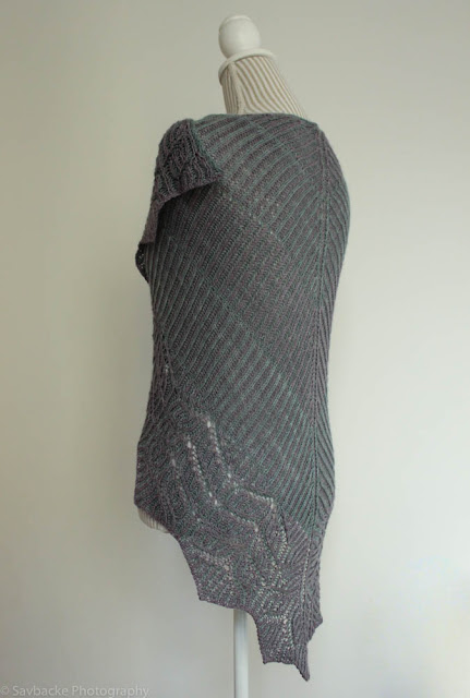 Briochangle shawl knitting pattern by Katrine Birkenwasser