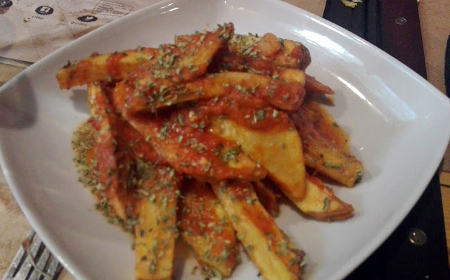 Patatas bravas, Bar S10 Madrid