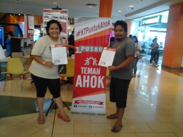 Warga Jakarta Bangga Menjadi Bagian Teman Ahok dan Mengumpulkan KTP Untuk Memberi Dukungan Kepada Ahok Maaju Lewat Jalur Perseorangan Pada Pilkada DKI 2017 yang akan datang. (Foto: WartaGAS)