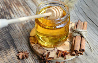 Cinnamon and honey to get rid of face pills