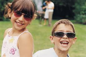 Cum să alegi ochelari de soare pentru copii?