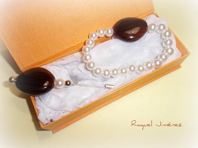 pulsea y broche de perlas