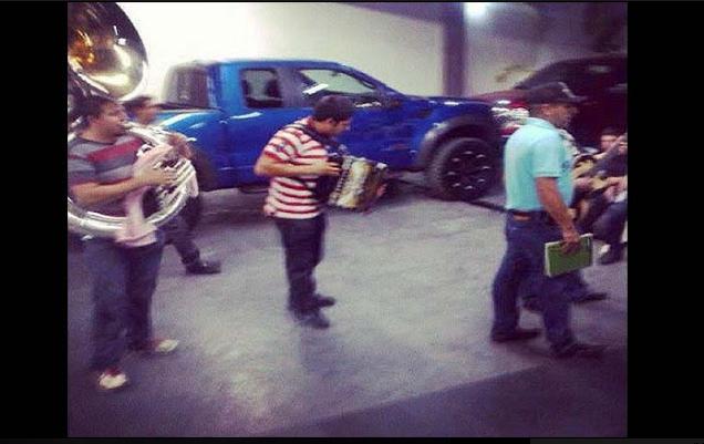 """El día que los""""CHAPITOS"""" se pegaron una borrachera con sus pistoleros"""
