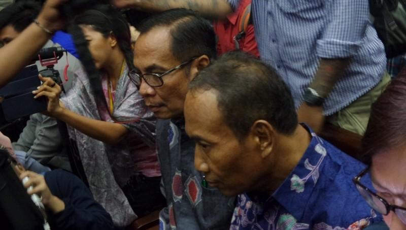 Sugiharto dan Irman, pejabat Kemendagri tersangka kasus e-KTP