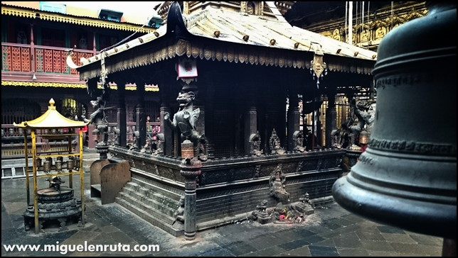 Golden-Temple-Patan-Nepal_8