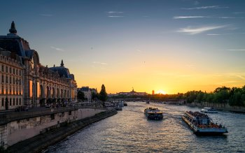 Wallpaper: Romantic Sunset in Paris