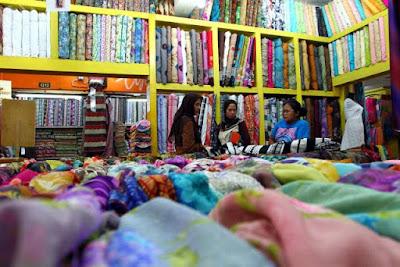 Toko Kain di Pasar Atom Surabaya, Jual Kain Meteran dan Kiloan