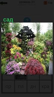 красивый сад, который утопает в цветах