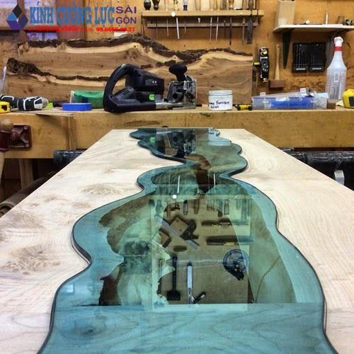 Mẫu bàn trà bằng gỗ kính hình dòng chảy độc đáo