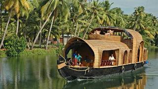 menyusuri sungai di India