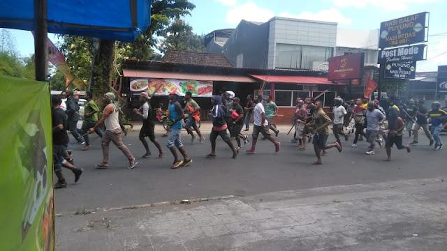 Pemuda Papua Turun ke Jalan di Yogya, Cari Orang yang Menusuk Rekannya