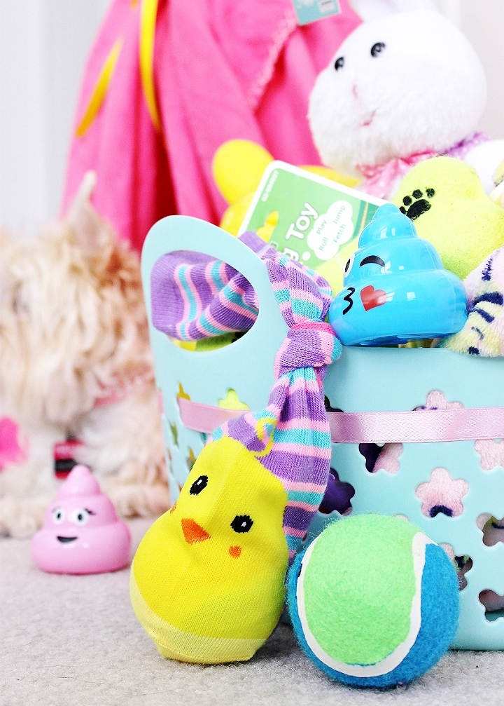 $2 D.I.Y. Tennis Ball Sock Dog Toy- Celebrate Easter with your pets with you shop at 99 Cents Only Stores. Shop adorable Easter baskets and decor, and grab supplies for affordable D.I.Y pet toys! #99YourEaster #DoThe99 #DoingThe99 #AD