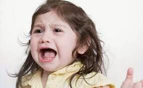 Πως να ηρεμήσετε το παιδί σας που ουρλιάζει σε δημόσιο χώρο!
