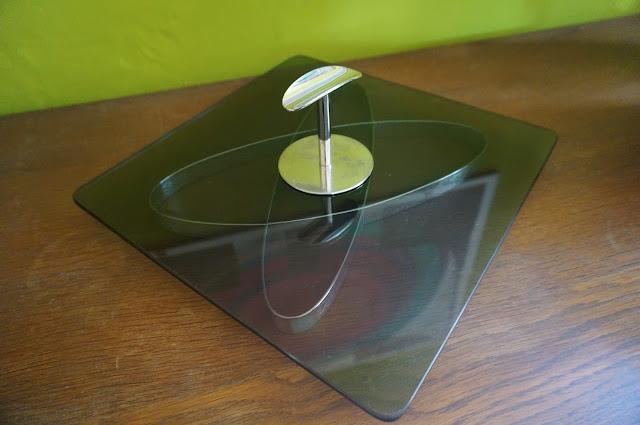 un plateau à fromage des années 70  70s atomic cheeseboard 1970 design