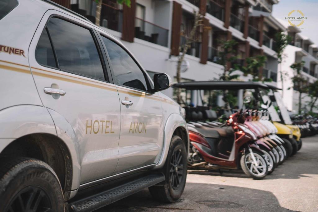 Khách sạn Amon có xe đưa đón du khách nên được nhiều người nhận xét tốt