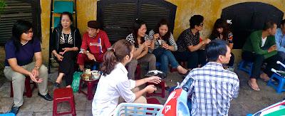 Suasana nangkring di Vietnam