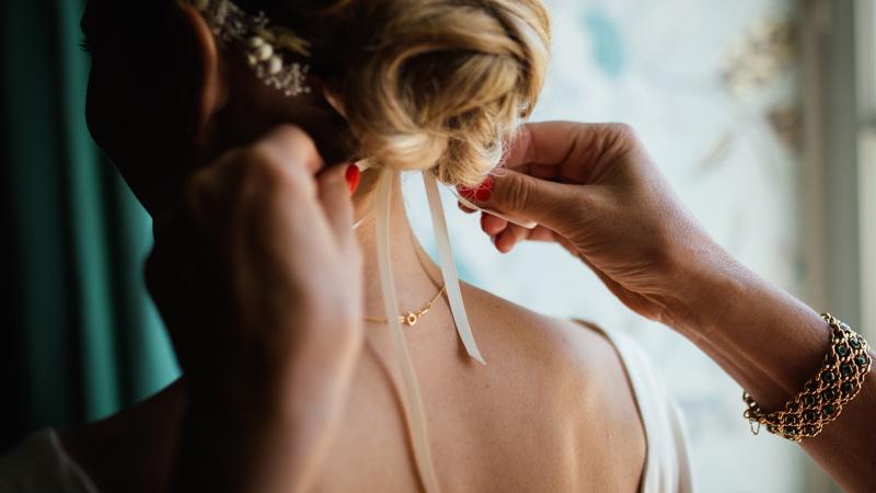 5 Coisas que deve Considerar ao fazer o seu Próprio Penteado para o Casamento