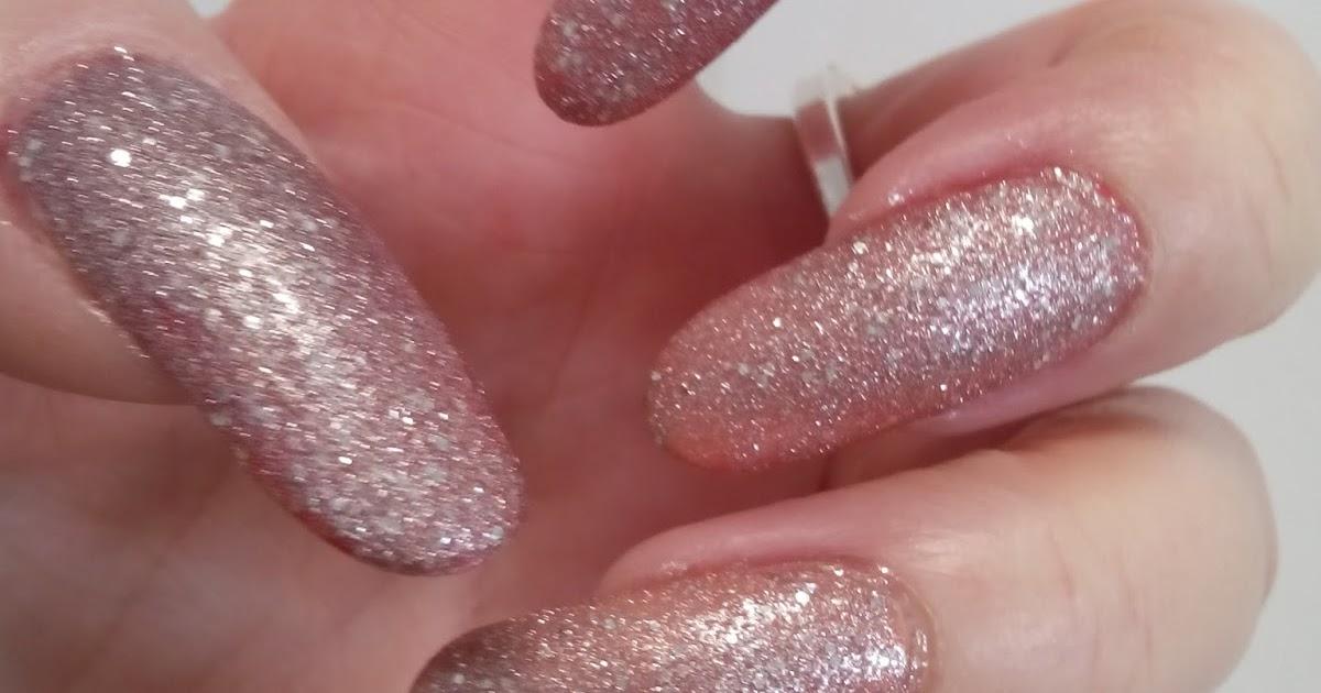 5 sposobów na beżowe paznokcie. Wybierz swój ulubiony!