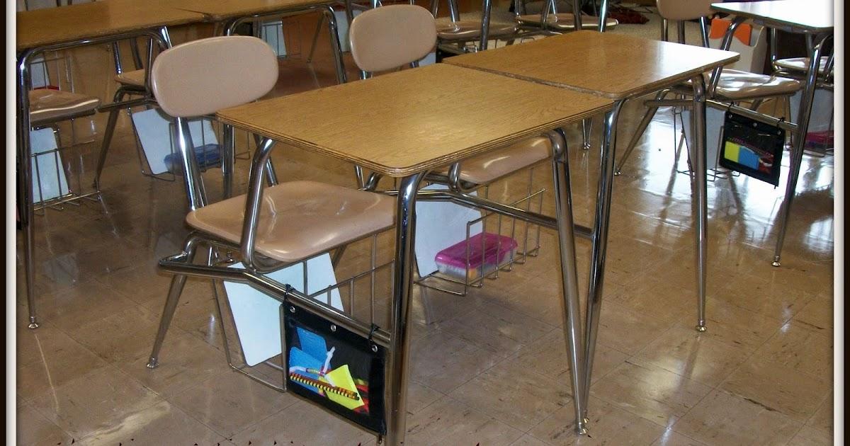 Student desk in spanish