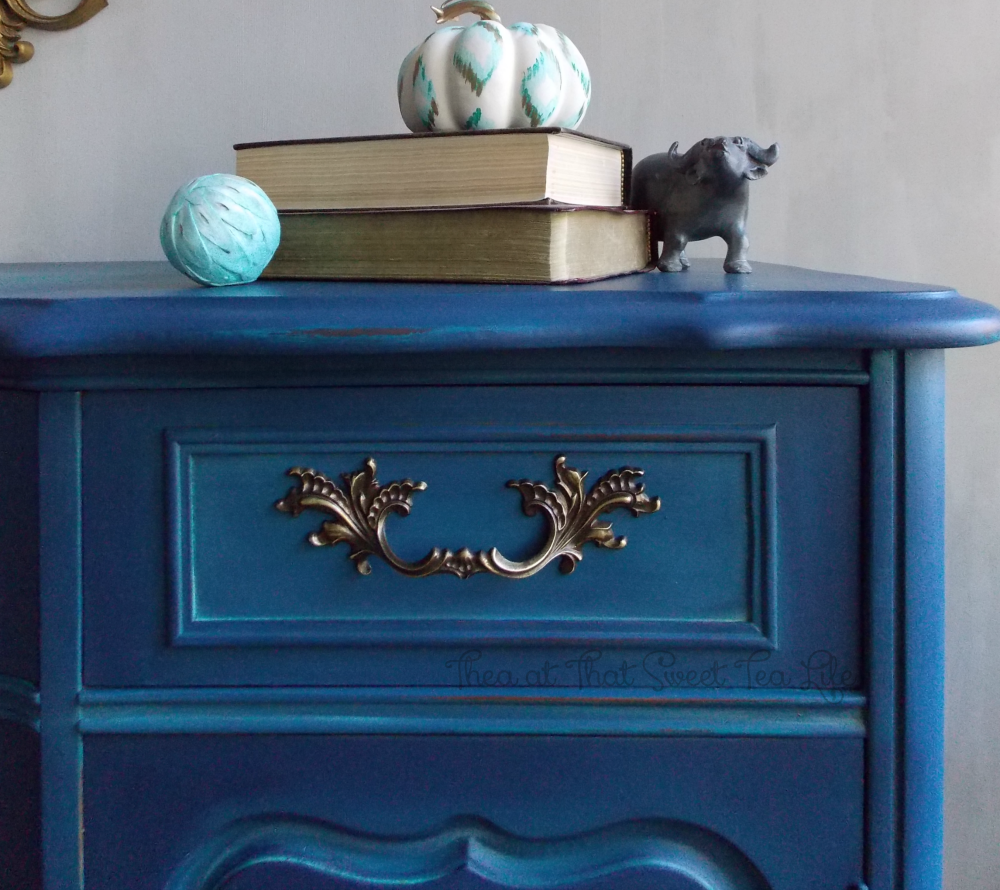 Blue Painted Furniture: Your Blended Paint Inspiration by That Sweet Tea Life | Shaded Furniture| How to create a blended Paint Furniture Finish | Blended Painted Furniture Ideas | Furniture Painting Tips | How to paint Furniture | Blending Blue Furniture Makeover | Layered Paint | Blended Painting | Dresser Makeover | Furniture DIY | #paintblending | #blendedpaintfinish | #blendedfurniturepaint