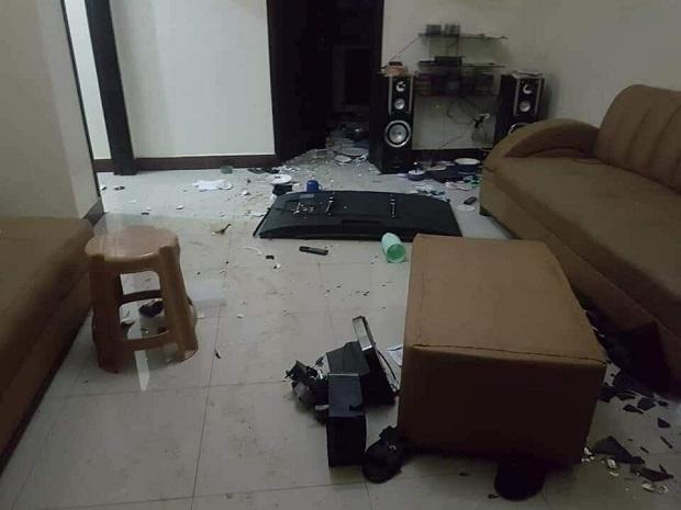 Elle détruit la maison de son gars, après avoir découvert des photos nues d'une rivale