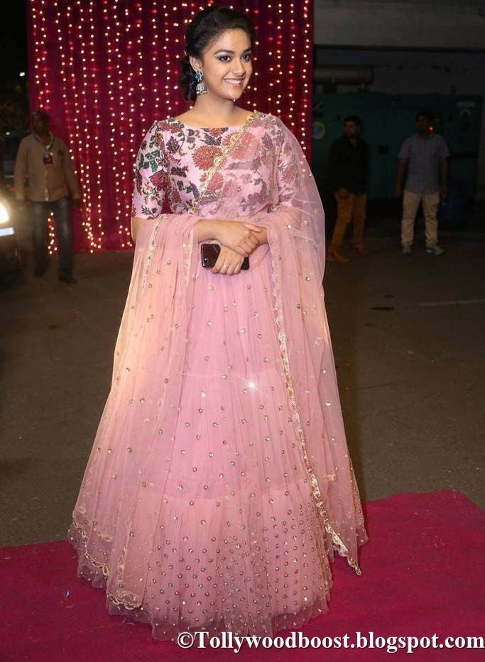 Keerthy Suresh At Zee Telugu Apsara Awards 2017 In Pink Dress