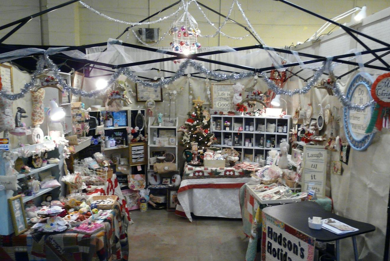 Hudson 39 s holidays designer shirley hudson my booth at for How to set up a booth at a craft show