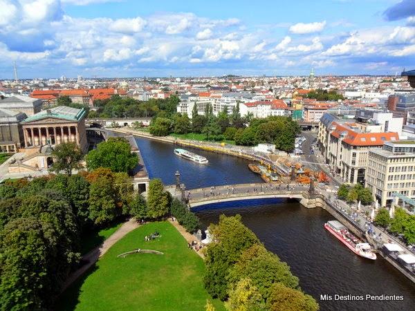 Vista de la Isla de los Museos desde la Cúpula de la Catedral (Berlín, Alemania)