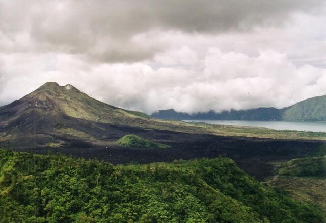 Tempat Wisata Selain Pantai di Bali yaitu Gunung Batur