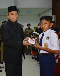 Wako Padang Panjang Hendri Arnis Launching Kartu Identitas Anak