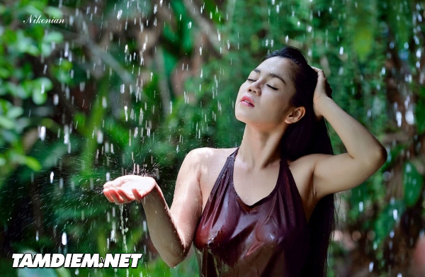 Hot girls Vietnamese girl shower under raining 8
