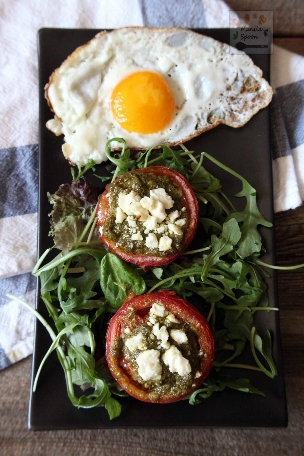 Deliciously good, easy and healthy breakfast or brunch solution - Baked Tomatoes with Pesto and Feta Cheese. Completely gluten-free and low-carb, too! | manilaspoon.com