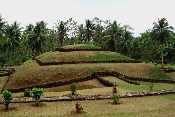 Pesona Taman Purbakala Pugung Raharjo
