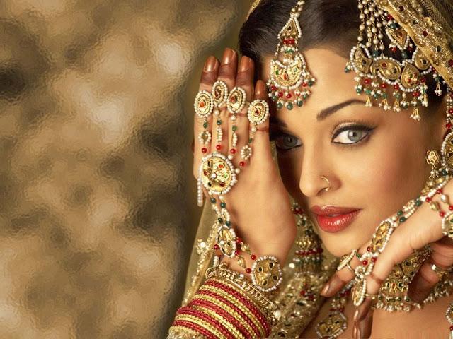 Aishwarya Rai Images, Hot Photos & HD Wallpapers