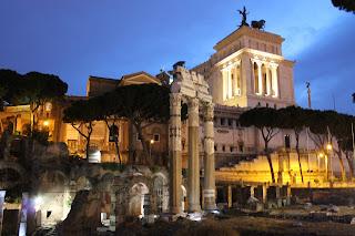 Fori Imperiali illuminati: passeggiando con gli Imperatori sotto un cielo stellato - Passeggiata archeologica Roma