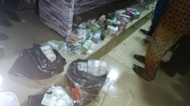 Photos: Police arrest 7 persons over illegal sale and hawking of mint Naira notes in Anambra, recovers N4,304,550. 00