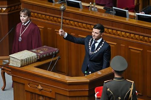 Összegyűlt a szükséges számú szavazat az ukrán elnököt lemondásra felszólító petíció mellett