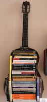 biblioteca DIY en guitarra vieja