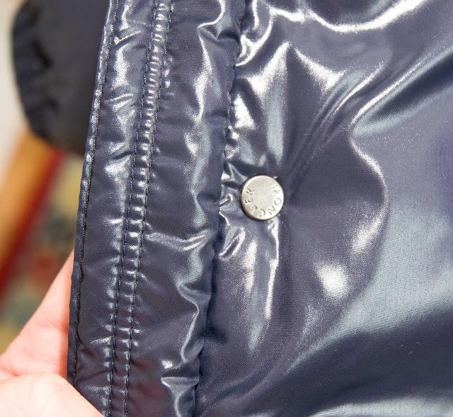szwy na kurtce Moncler, oryginał vs podróbka