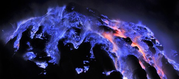 Travelling ke Kawah Ijen, Nikmati Api Biru yang Mempesona
