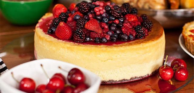 Cheesecake de frutas vermelhas natalino