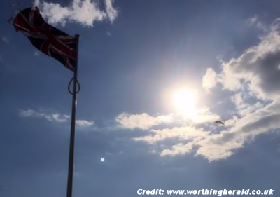 UFO Photographed Over  Worthing (UK) 9-19-15