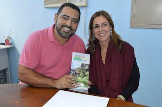 Secretário de Saúde, Julio Cesar Ambrosio, e a agente de viagem e coordenadora do passeio, Patrícia Leal