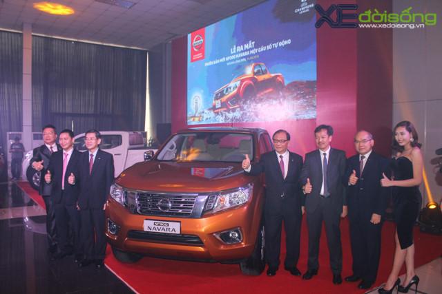 Nissan Navara vs Ford Ranger cuộc chiến chưa hồi kết