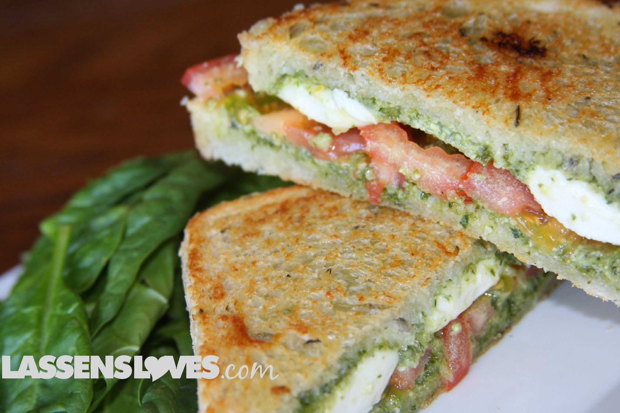 pesto+caprese+sandwich, caprese+panini, pesto+caprese, pesto+panini