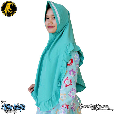 Khimar Wolfis Desain Simple Variasi Renda Pet Antem