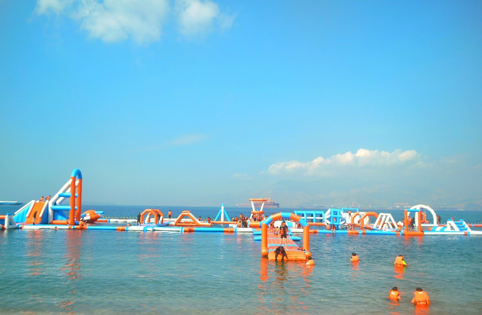 Inflatable Island Ph The Biggest Floating Playground In Asia The Pinoy Traveler