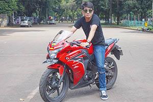 Fachri Muhammad Bawa Motor