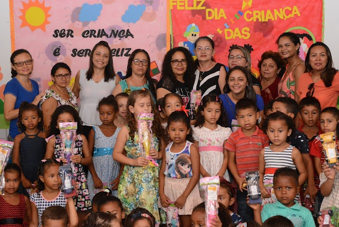 Vereadora Vera leva presentes as crianças do Bairro Novo Castelo e Terras Duras