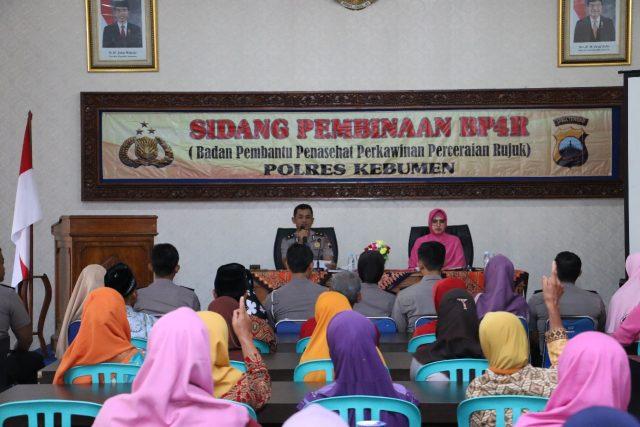 Tujuh Pasang Calon Pengantin Anggota Polres Disidang Sebelum Menikah